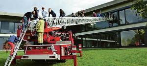 156733934 736 300x135 Wenn die Schule brennt